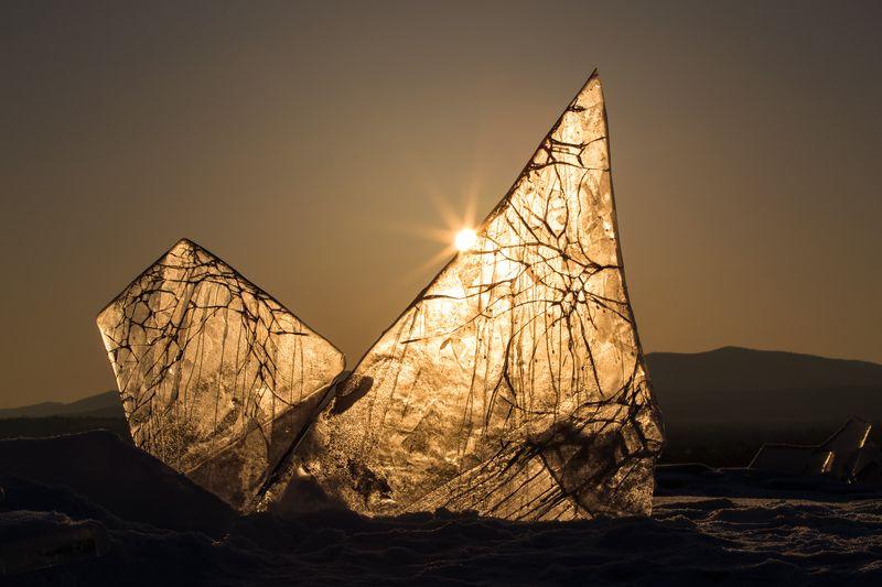 байкал,россия,фототур,природа,пейзаж,лед,зима,хрусталь,грот,иркутск,путешествие,панорама,рассвет,закат,золото Солнце Байкалаphoto preview