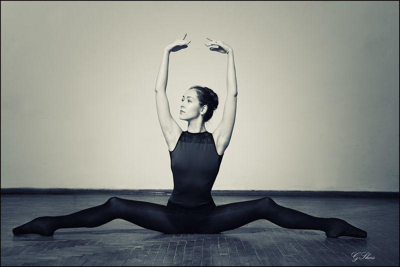 Шпагат балериныphoto preview