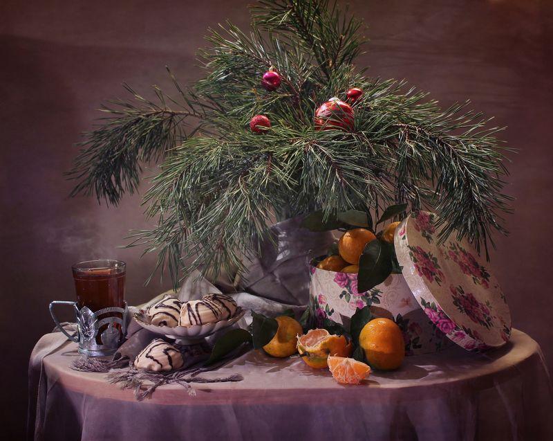 натюрморт, новый год, елка, сладости, мандарины, орехи, печенье, чай Новогодние сладостиphoto preview