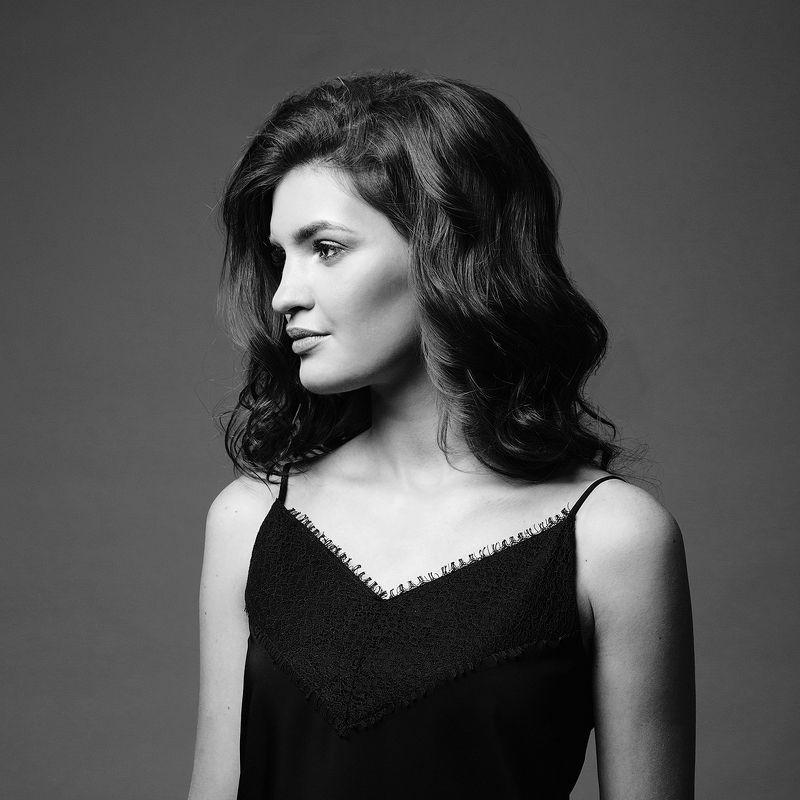 Девушка, красивая, фон, серый, локоны, профиль, чб Настяphoto preview