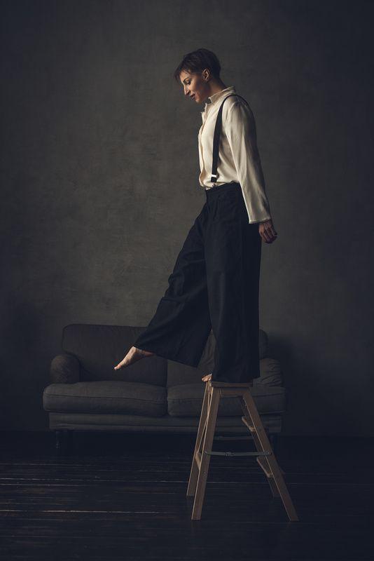 портрет, женщина, настроение, студийный портрет Один шагphoto preview