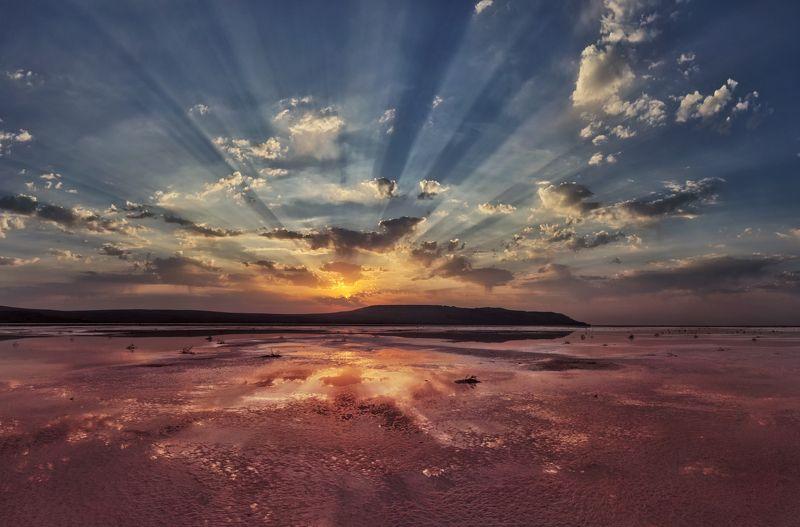 крым, опук,заповедник,природа,розовое озеро,озеро,рассвет,лучи,солнце,облака,пейзаж,фототур,россия Рассвет на розовом озереphoto preview