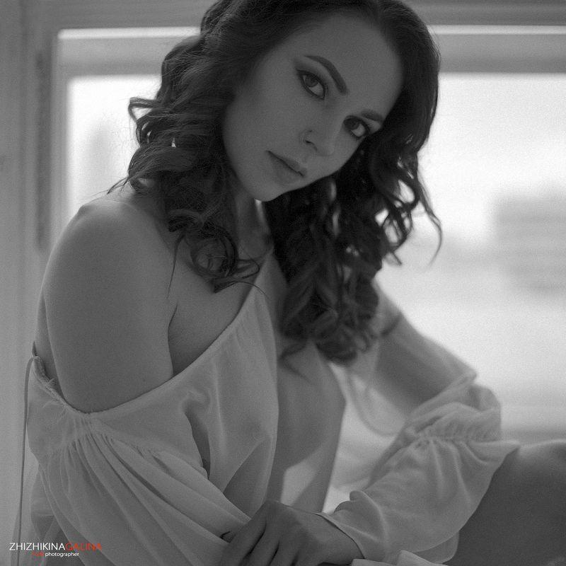 девушка, портрет, лицо, глаза, руки, прикосновение, чб, черно-белое, пленка, пленочнаяфотография, film, girl, model, portrait, b&w, bw Утро доброеphoto preview