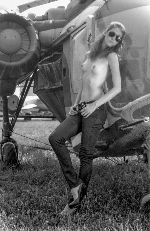 пилот, летное поле, девушка, ню, вертолет, самолет, женский портрет, женщина, секси, nude, pilot, female, portrait, film,ilford pan f, retro, jet, airfield Pilotphoto preview