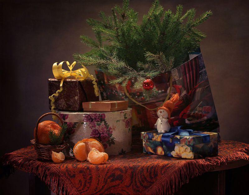 натюрморт, зима, новый год, подарки, снеговик, украшения Пора подумать о подарках!photo preview
