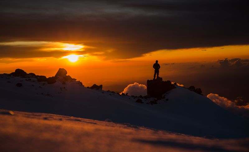 эльбрус,пейзаж,закат,рассвет,альпинист,кавказ,снег,облака Закат на 4800мphoto preview