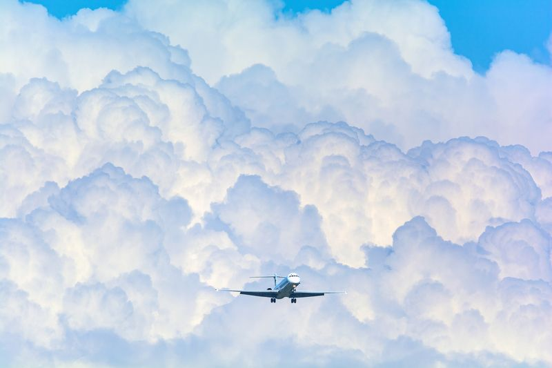 airplane, самолет, sky, slouds, storm  Run... before the storm comesphoto preview