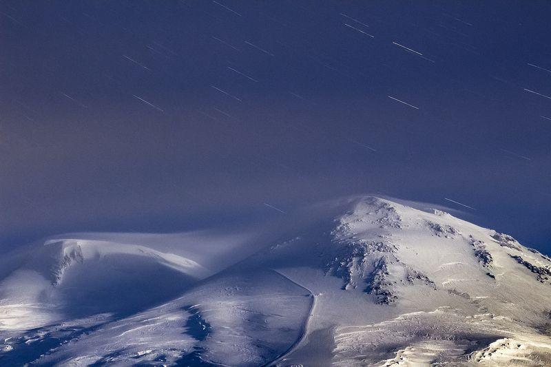 зима, кавказ, эльбрус, терскол, ночь, звезды, горы, Первый лунный свет на Эльбрусеphoto preview