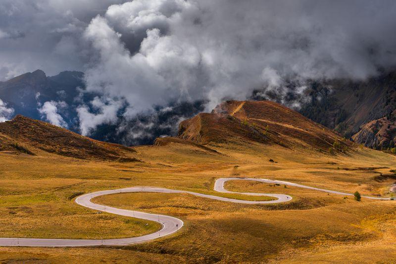 dolomites,dolomiten,dolomiti,curves,unesco,giau,passo,europe,italy,moutains,alto adige,tyrol Dolomite curvesphoto preview