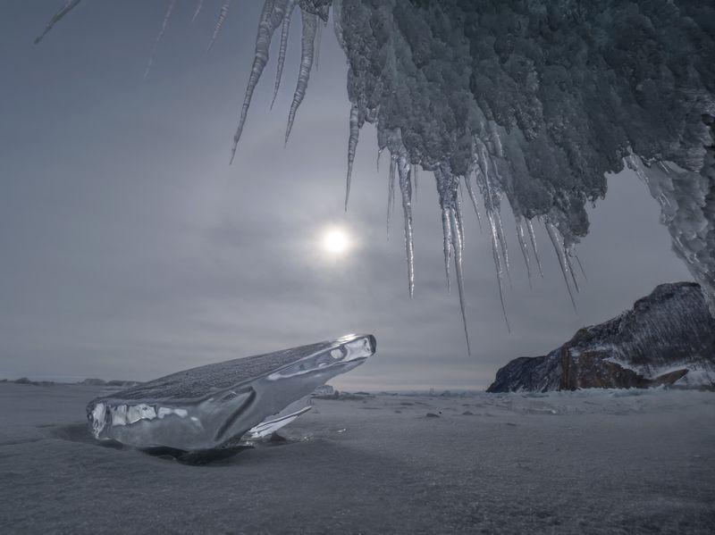 байкал,пейзаж, россия, иркутск, сибирь,зима, лед, снег,гало,грот, ледяной, природа Зинее галоphoto preview