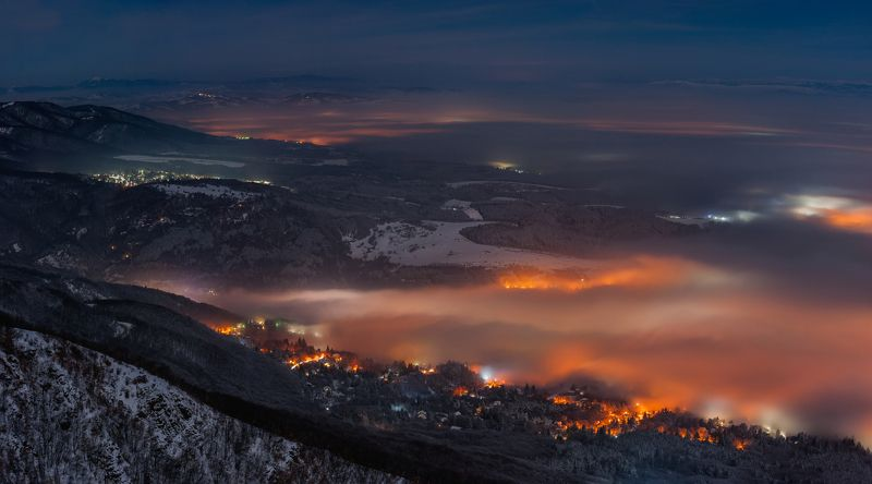 fog, foggy, landscape, mountain, city, cityscape, snow, night, light, nikon, sky Foggyphoto preview