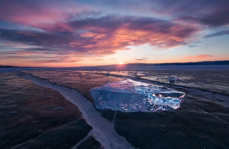 байкал,пейзаж, россия, иркутск, сибирь,зима, лед, снег,гало,грот, ледяной, природа,, обака,закат Хрусталь Байкала на закатеphoto preview