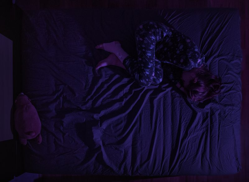 girl, at home, sad, sadness, sorrow, purple, night, pajamas, toy, moscow Olesyaphoto preview