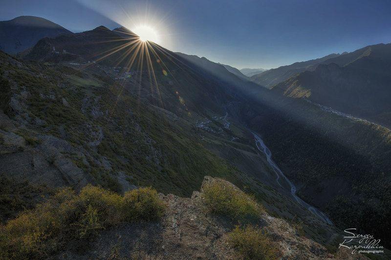 кавказ, дагестан Встреча солнца на окраине горного селения в Дагестане.photo preview