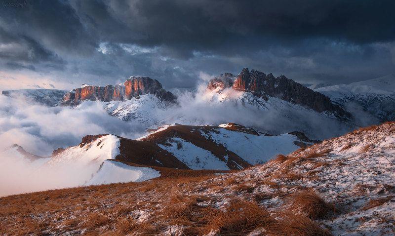 чертовы ворота, ачешбоки, кавказ, адыгея, большой тхач, горы, весна, тучи Спят драконыphoto preview
