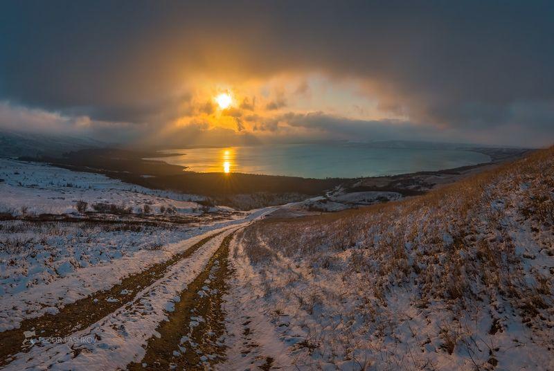 Ставропольский край, фотоальбом, Ставрополье, зима, Ставропольская возвышенность, снег, закат, солнце, тучи, озеро, Сенгилеевское, водохранилище, степь, трава, дорога,  Сенгилеевское озероphoto preview