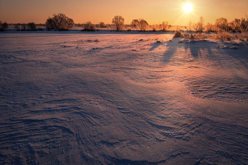 дубна, волга, река, устье, лед, снег, холод, зима, мороз, утро, рассвет, солнце, искры Фактура льдаphoto preview