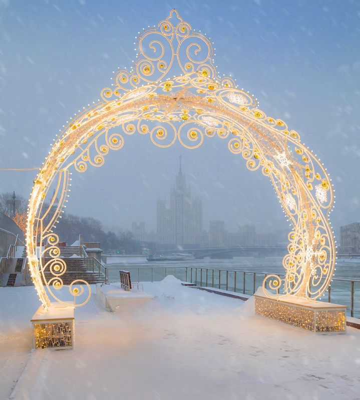 москва, вечер, высотка, новый год, иллюминация Москва наряжаетсяphoto preview