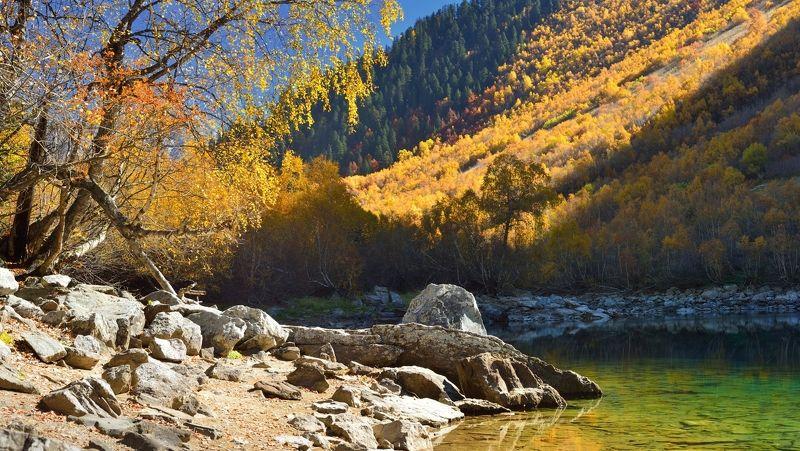 горы осень озеро бадукское Среднее Бадукское озероphoto preview