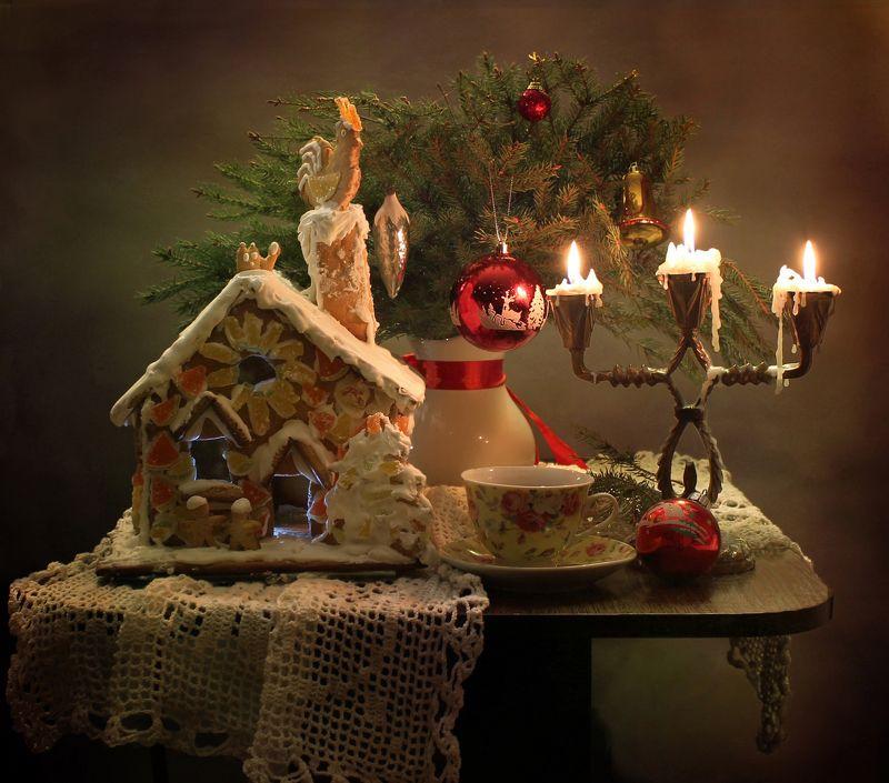 натюрморт, зима, новый год, рождество, свечи, елка, пряничный домик С Рождеством!photo preview