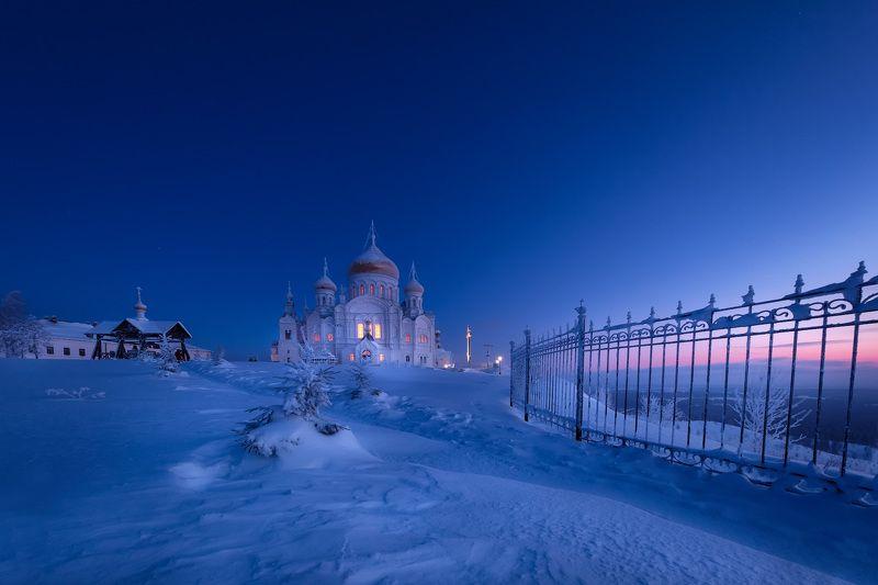 рождество, монастырь, белая гора, пейзаж, зима, мороз, январь, снег, вьюга, ночь, рассвет, пермский край Рождественское утроphoto preview