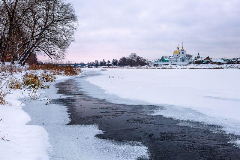 Город Остров Псковской области в рождественское утроphoto preview