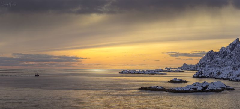 norway lofotens hamnoy Fishermans\' boat coming home. (Panorama)photo preview