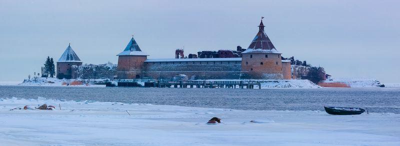 Замерзшая лодкаphoto preview