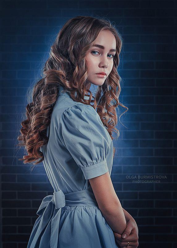 фото в образе, сказка, арт фото, голубое платье, локоны, портрет девушки Алисаphoto preview