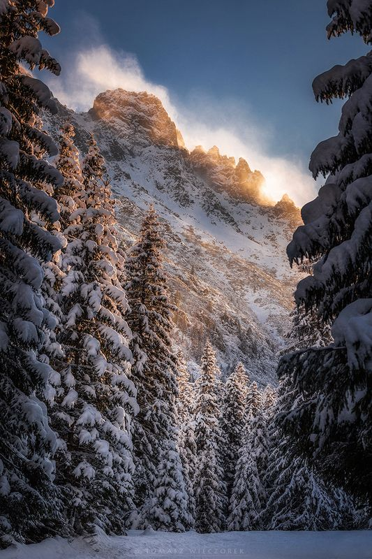 mountains, tatry, sunrise, sunset, snow, wind, cold, light, adventure, amazing, awesome, landscape, winter, frozen, peaks The last lightphoto preview