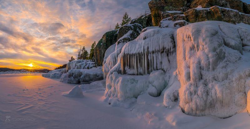 карелия, зима, снег, закат, залив, ладожское озеро, пасмурно, небо, фототур, pentaxk1, pentaxrussia, pentax, наледь, лёд, сосульки, скалы, камни Февральские морозы на Ладогеphoto preview