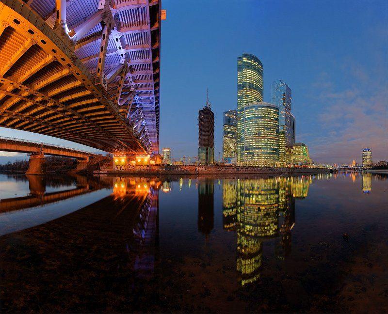 москва, сити, дорогомиловский, мост Выглядывая из-под Дорогомиловского.photo preview