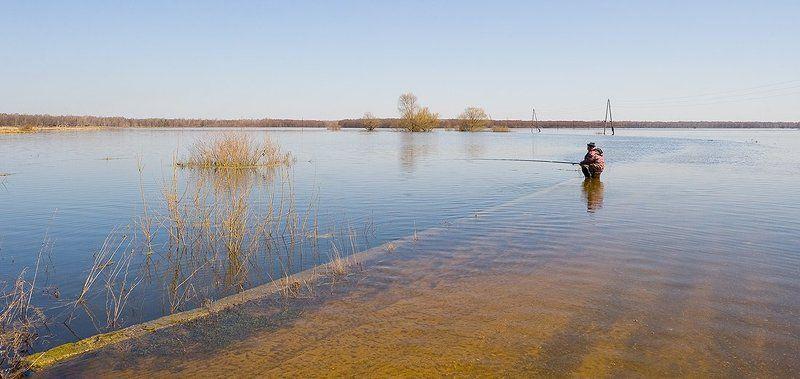 весна, разлив, дорога, рыбак Серия \