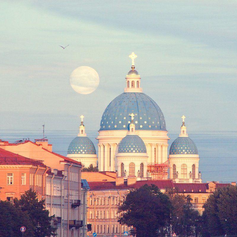 Троицкий собор и полная лунаphoto preview