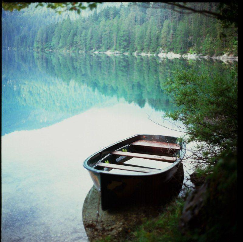 горы, озеро, горное озеро, лодка, отражение, лес Гармония горного озераphoto preview