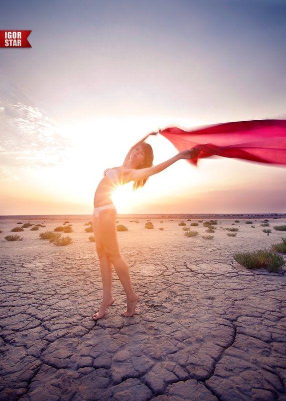 Desert girlphoto preview